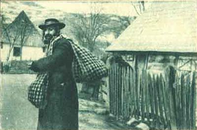 """Photographie d'Albert Londres, en couverture de l'édition de 1930 de son ouvrage """" le juif errant est arrivé""""."""